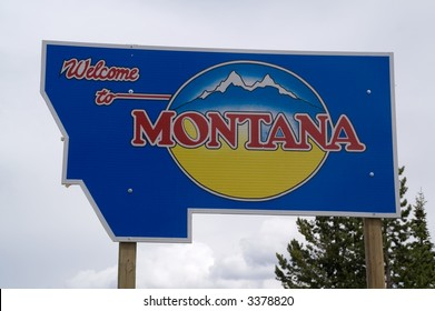 Sign to designate the Montana state line and welcome people to Montana