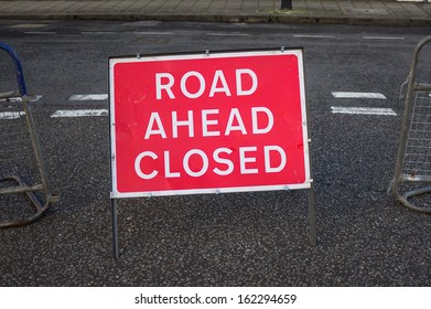 A sign indicating the road ahead is closed