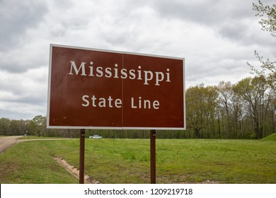 Sign of the Mississippi state line near the stateline of Alabama, USA