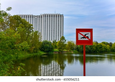 """Sign """"No swimming"""" in city park"""