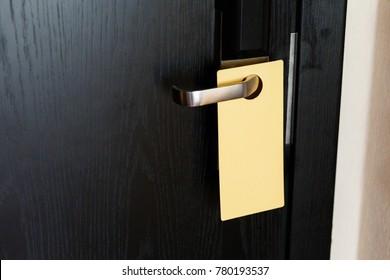 Sign on the black door handle. Empty plate do not disturb