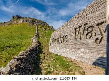 Sign: Pennine Way - seen in the Yorkshire Dales between Halton Gill and Horton in Ribblesdale with the Pen-Y-Ghent in the background, North Yorkshire, England, UK