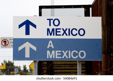 Sign pointing the way to Mexico from Arizona