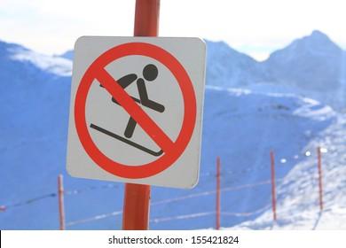 Sign prohibiting skiing