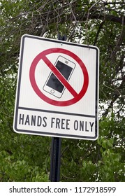 """Sign prohibiting the use of mobile phones with the text """"HANDS FREE ONLY'"""