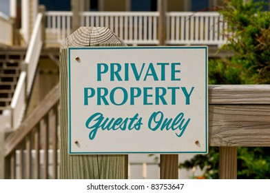 Sign restricting the public from entering private property.