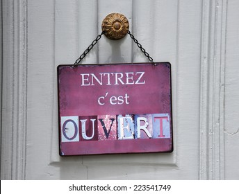 """sign at a shop with the french text: """"entrez c'est ouvert"""" that means """"come in we're open"""""""