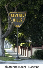 Sign showing Beverly Hills border