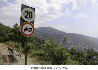 Sign for speed limiting