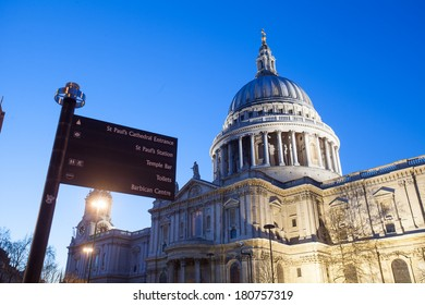 Sign of St. Paul's Cathedral, London, at twilight time.