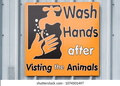 Sign telling people to wash their hands after visiting animals in the farm.