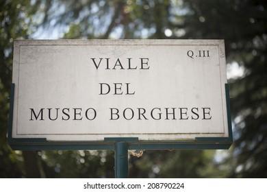 Sign in the Villa Borghese gardens
