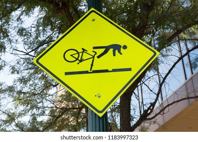 Sign warning cyclists about the danger of falling when riding over tram tracks.