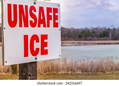 A sign warns of the unsafe ice conditions of the pond.