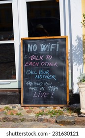 sign with the words: No WiFi