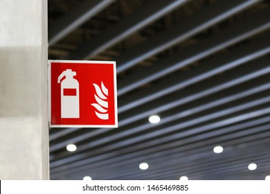 Signboard showing the point of installing a fire extinguisher.