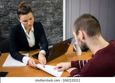 Signing a contract between a business woman and a male client