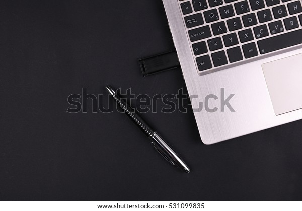 Signing document with digital electronic certified signature on token