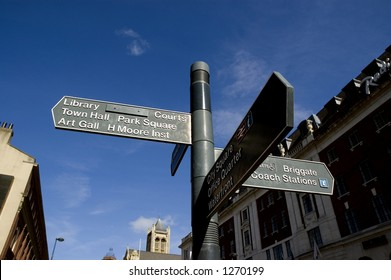 Signpost, Leeds, City Centre, West Yorkshire, UK