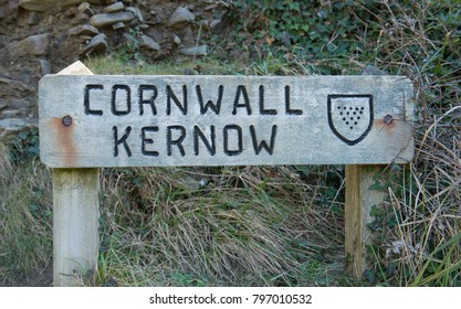 "Signpost on the Border of Devon for ""Cornwall"" (English) and Kernow (Cornish) on the South West Coast Path between Hartland Quay and Bude, England, UK"