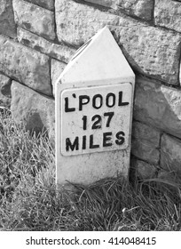 Signpost on the Leeds Liverpool Canal close to Leeds City Centre, West Yorkshire, England