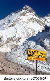 signpost way to Mount Everest b.c. and top of Mount Everest with Khumbu glacier and icefall, Nepal Himalaya