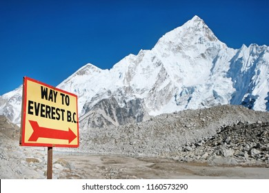Signpost way to mount Everest in Nepal.