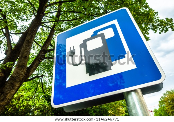 signs for a power supply for electric cars in germany
