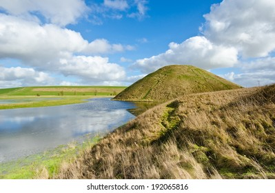 Silbury Hill, prehistoric artificial chalk mound near Avebury in the English county of Wiltshire