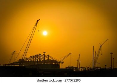 Silhouette construction in the port