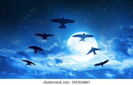 Silhouette Herde von Vögeln Fliegen in V-Formation am Hintergrund Nachthimmel mit Vollmond.