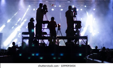 silhouette group of cameramen at an event