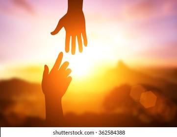 silhueta de ajudar conceito mão e dia internacional de paz. Obrigado por seu apoio. como posso ajudá-lo. dia internacional de paz.desenvolver uma amizade.please me ajudar.