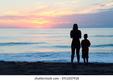 Silhouette of mother and sun watching the sunrise