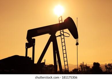 Silhouette Oil Pump Jack (Sucker Rod Beam)