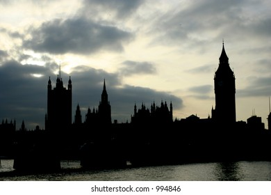 Silhouette of the parliament house and big Ben in London