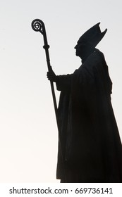 silhouette of a pope statue on sunny evening in brussels in black and white