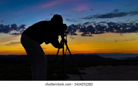 Kameramann-Vintage Camera Soundman-Boom Retro- Vektor Abbildung -  Illustration von direktor, holding: 33279135