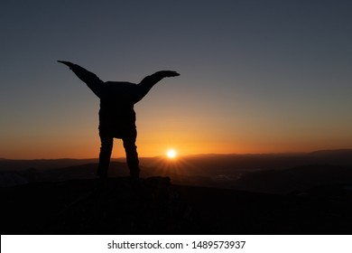 "silhouette of ""spongebob"" in the sunset"