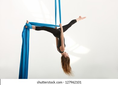 Silk tissue acrobatics