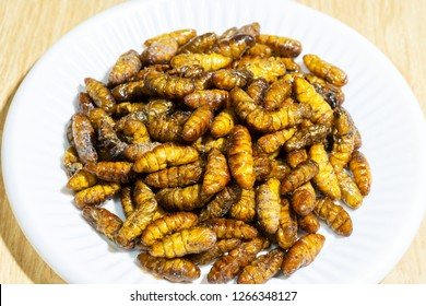 Silkworm pupa, sprinkle salt from the cocoon : Silkworm pupa protein-rich that are beneficial to the human body. Prevent dementia Reduce brain impairments