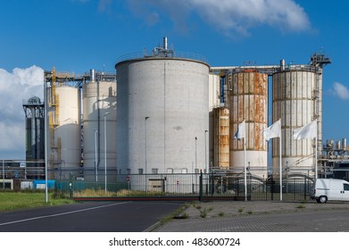 silo containers at the port