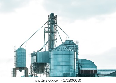 Silo tower for storing and protecting feed, grain or cement from exposure to water and air