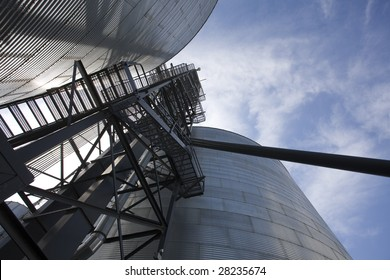 Silos/Grain bins