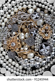 Silver chains, bracelets, pearl, necklaces and rings, jewelry