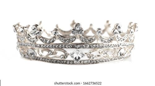 silberne Krone einzeln auf weißem Hintergrund