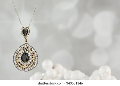 Silver jewelry chain with pendant