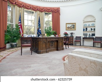 SIMI VALLEY, CALIFORNIA - SEPTEMBER 2:  Exact replica of Ronald Regan's White House oval office amazes visitors and educates school groups on September 2, 2009 in Simi Valley, California.