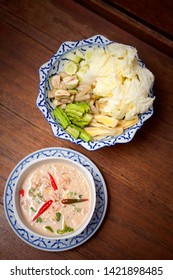 Simmered bean paste, Thai food, a type of bean curd soup or another name that Thai paste, simmered in a cup. Thai people prefer to eat with rice and fresh vegetables.