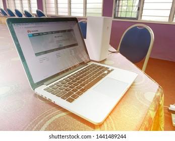 Imágenes, fotos de stock y vectores sobre Router Intallation